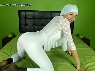Sexy arab girl on cam - Chat with her live on Nudecamroulette.com
